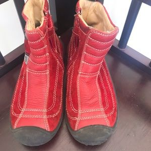 Naturino red suede boy boots